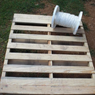 Tuto bois bricolage si ge suspendu en palette for Siege jardin palette
